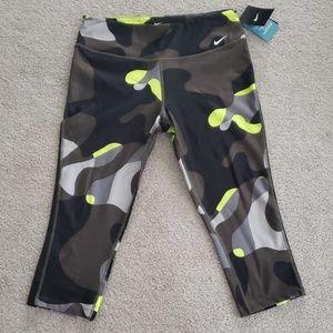 NWT Nike Legend Dri-Fit Tight Fit Capri Legging